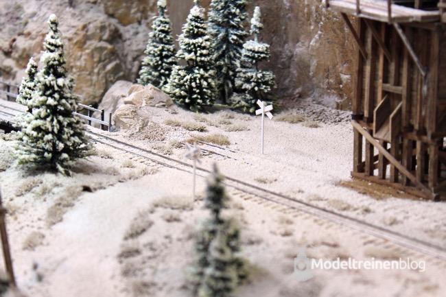 Modelspoorbaan Pit Karges sneeuw op bergen
