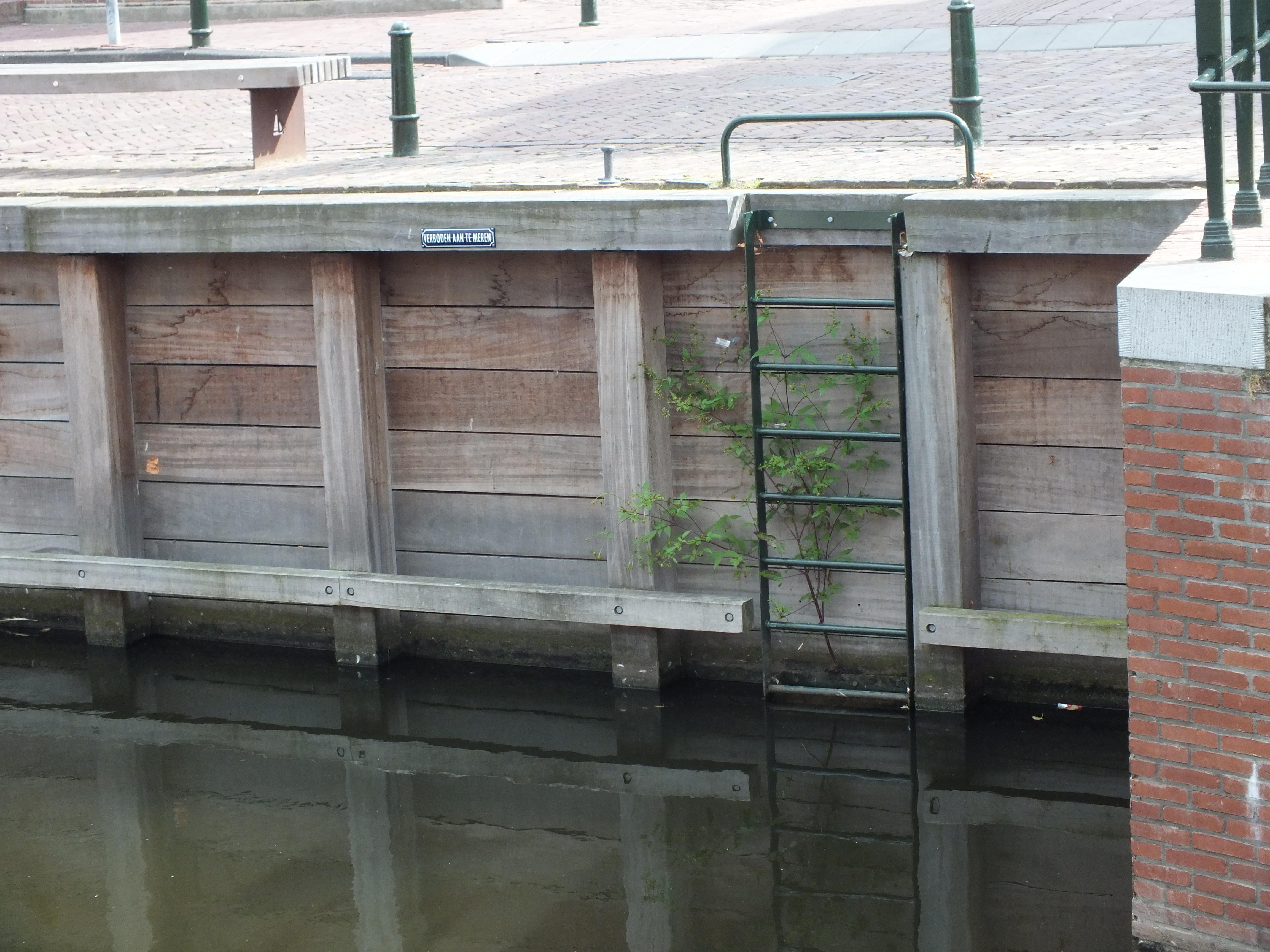 Kademuur: voorbeeld van een kademuur voor het havenbekken