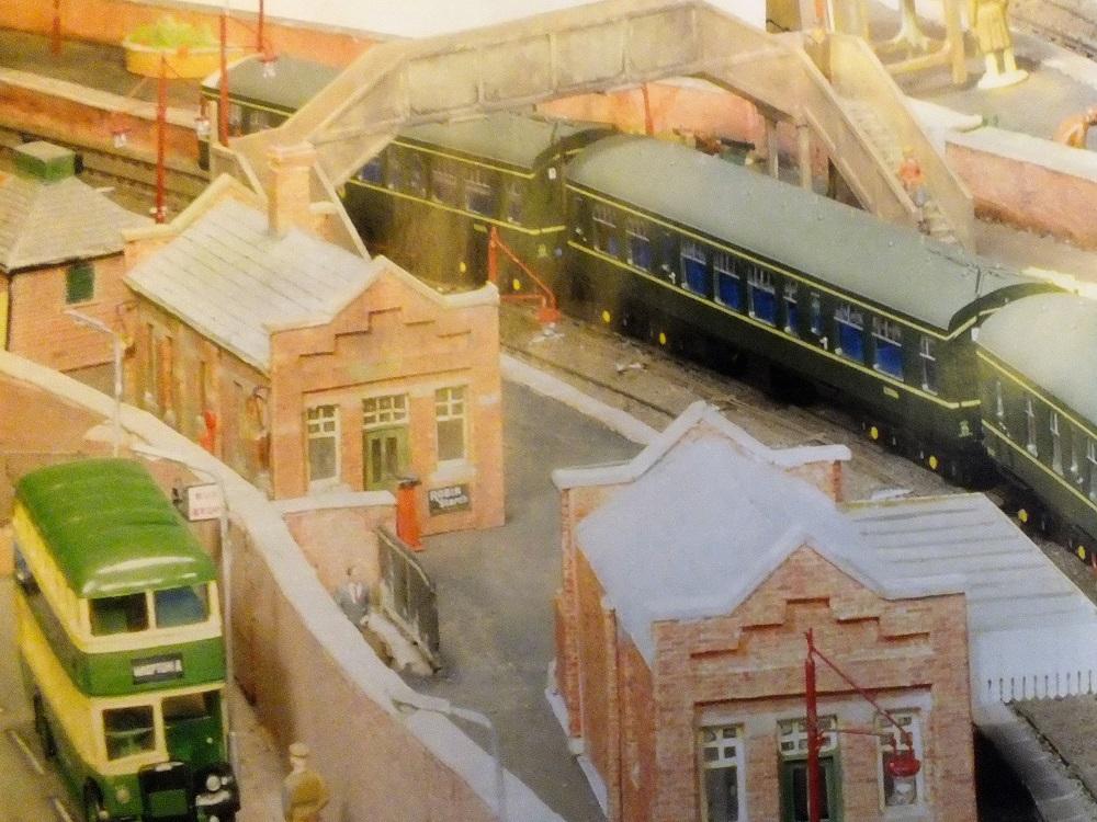 Britse spoorweg modelbouw Brits Modelbaan Cornard het stationsplein